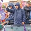 Lluvia no impidió caravana de candidato a la reelección