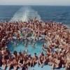 Gran revuelo causa visita de crucero con tres mil nudistas