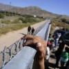 Muro de Trump beneficiará al tráfico humano, según diario