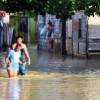 Más de mil 600 familias desplazadas por lluvias en 17 provincias