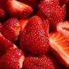 Estudio muestra beneficios de la fresa contra el cáncer