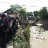 Medina recorre comunidades afectadas por lluvias