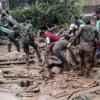 127 fallecidos por crecida de tres ríos con lado y piedras
