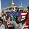 Miles de ciudadanos marchan contra el racismo en Boston