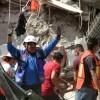 Unas 60 personas siguen atrapadas bajo escombros