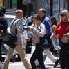 Buscarían multar a personas mientras caminan escribiendo en celular