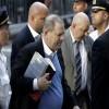 Exproductor Harvey Weinstein se entrega a la Policía de NY