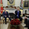 Trump discute con demócratas el muro; amenaza cerrar el gobierno