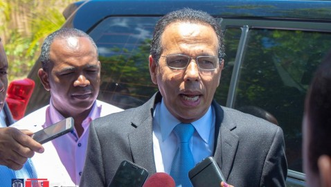 BANÍ | Ministro califica de insensato paro de maestros
