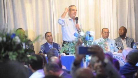 Abinader promete reducir costo de obras pública a la mitad