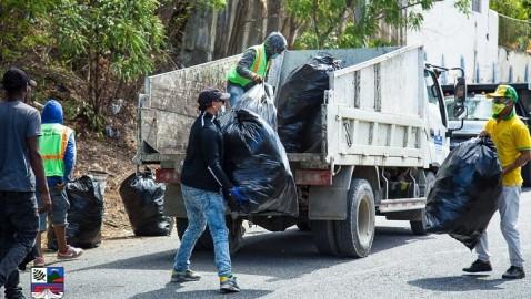 BANĺ | Ayuntamiento realiza limpieza en entrada de Cañafistol