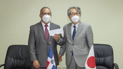 BANĺ   Gobierno de Japón dona dos camiones recolectores de basura